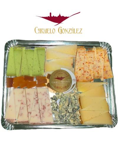 Bandeja degustación de quesos azul, manchego, pesto, frutos rojos, al chili, frutos secos, ibérico, membrillo. especial navidad